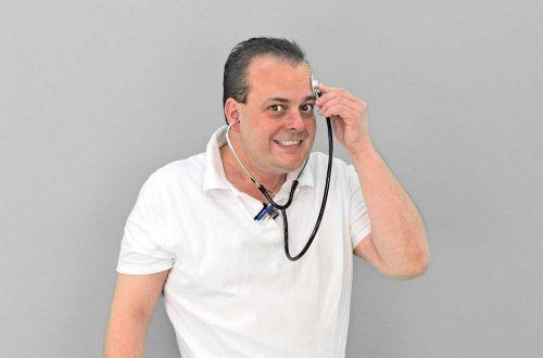 Médecin qui se pose des questions sur la téléconsultation